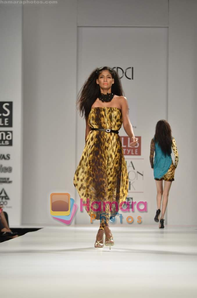 Model walks the ramp for Hemant Nandita show on Wills Lifestyle India Fashion Week 2011 - Day 3 in Delhi on 8th April 2011