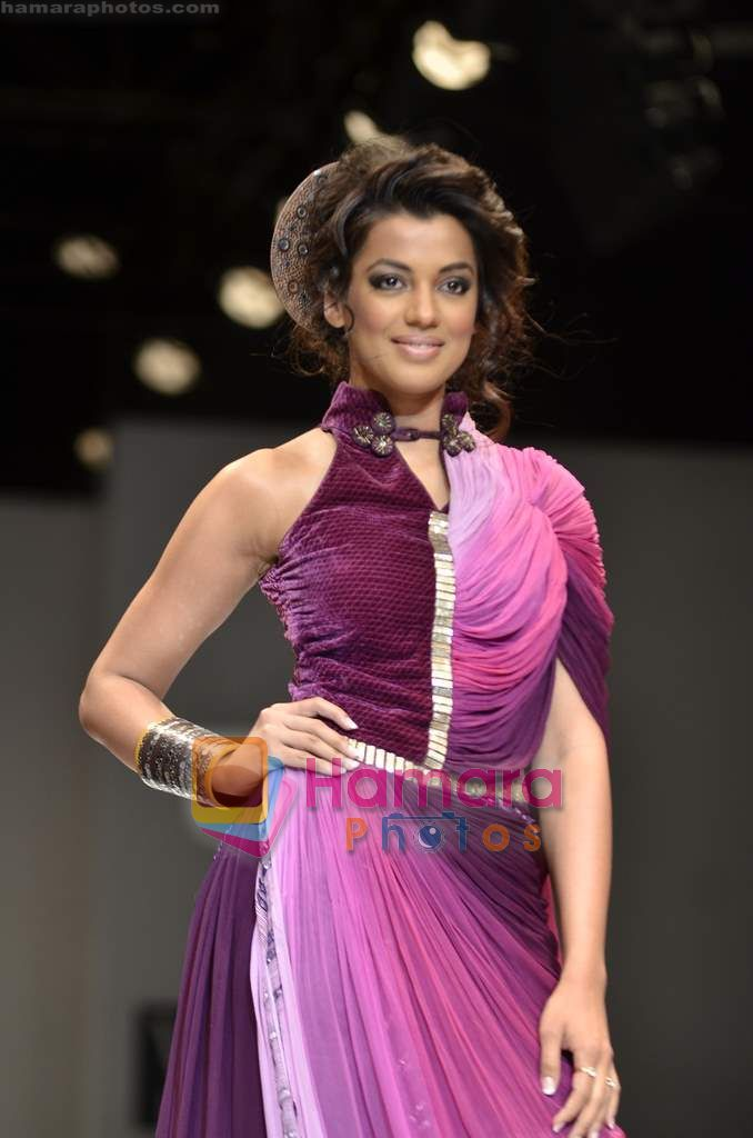 Mugdha Godse walks the ramp for Pallavi Jaipur show on Wills Lifestyle India Fashion Week 2011-Day 4 in Delhi on 9th April 2011