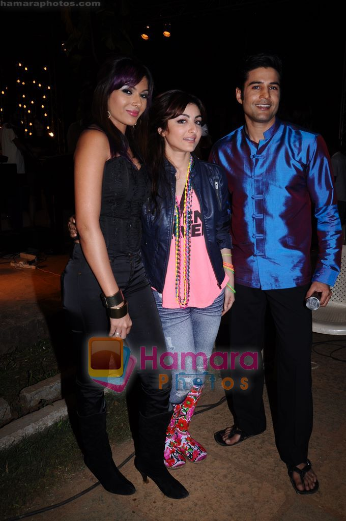 Rajeev Khandelwal, Soha Ali Khan, Mrinalini Sharma on the sets of Soundtrack in Bandra, Mumbai on 9th April 2011