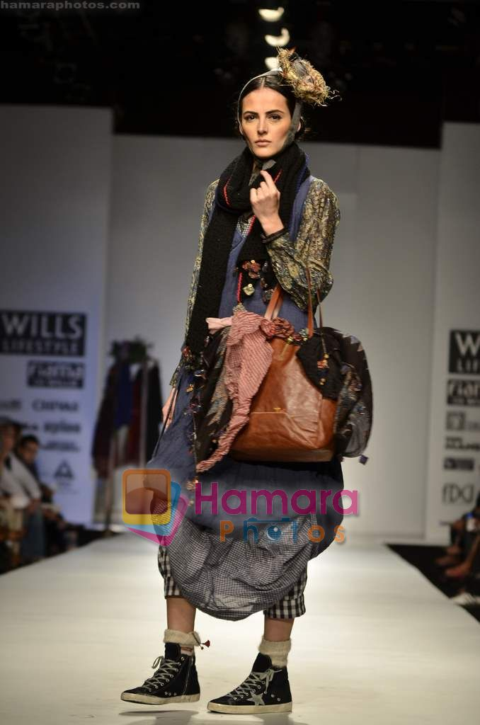 Model walks the ramp for Pero show on Wills Lifestyle India Fashion Week 2011-Day 4 in Delhi on 9th April 2011