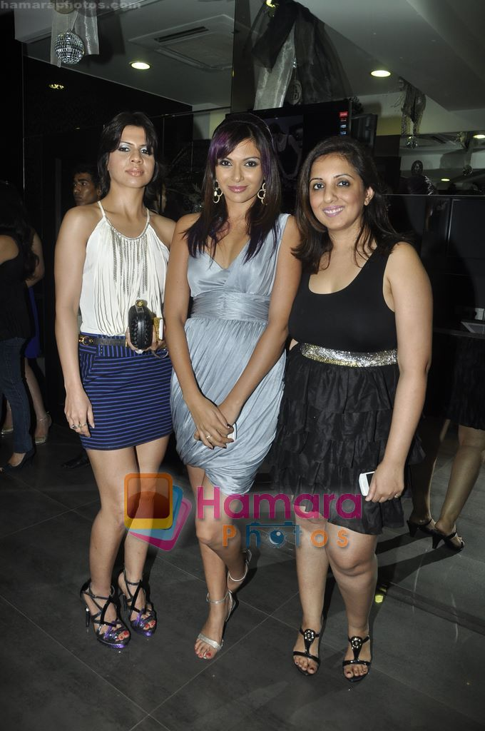 Munisha Khatwani at Gehna Jewellery 25th anniversary bash in Gehna, Bandra, Mumbai on 9th April 2011