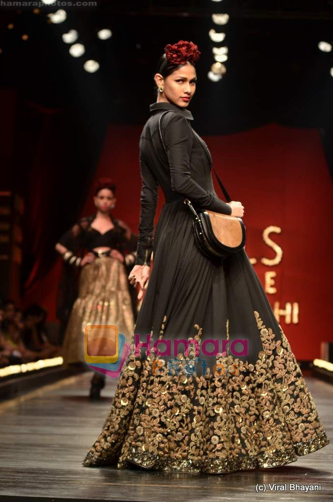 Model walks the ramp for Sabyasachi show on Wills Lifestyle India Fashion Week 2011-Day 5 in Delhi on 10th April 2011