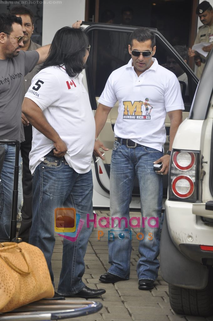 Salman Khan leaves for CCL opening ceremony in Airport, Mumbai on 3rd June 2011