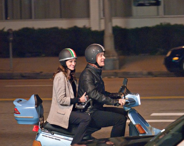 Tom Hanks, Julia Roberts in still from the movie Larry Crowne