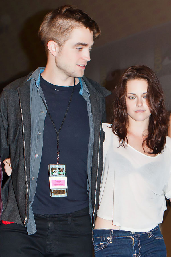 Kristen Stewart, Robert Pattinson poses to promote Breaking Dawn from the Twilight Saga at  the 2011 Comic-Con International Day 1 at the San Diego Convention Center on July 21, 2011