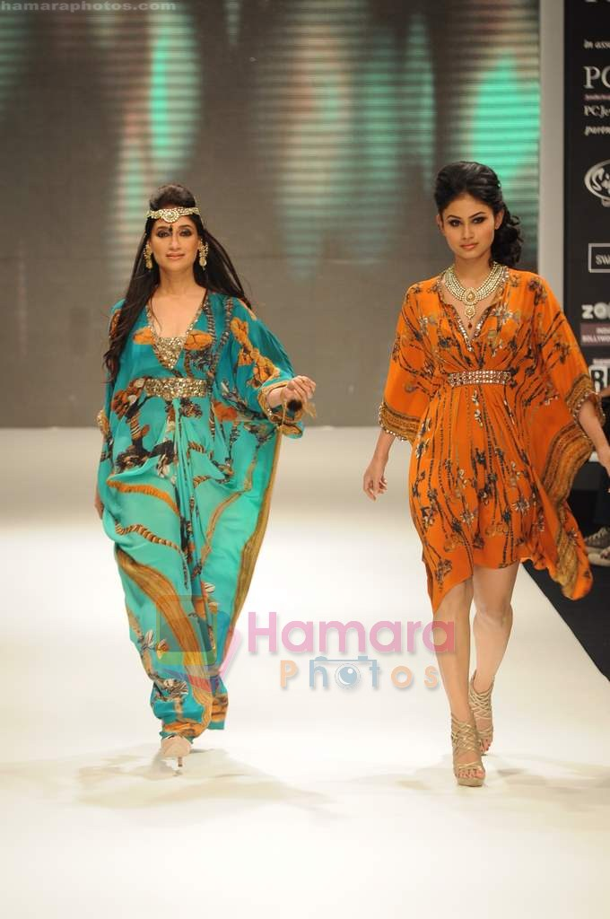 Model walks the ramp for Beti Gitanjali Show at IIJW 2011 in Grand Hyatt on 31st July 2011
