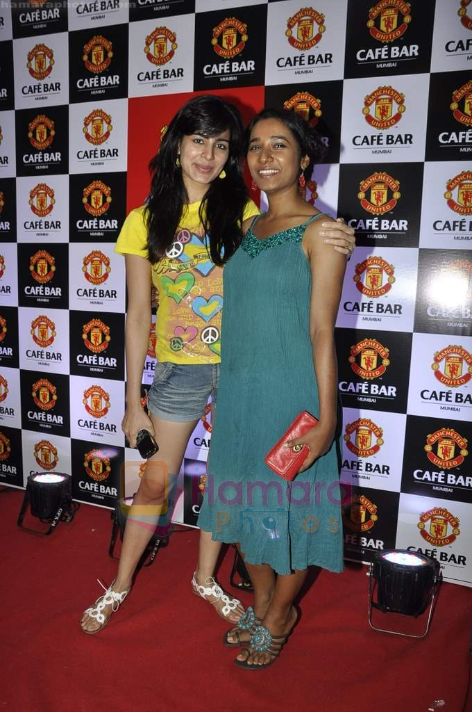 Tanishta Chatterjee, Kirti Kulhari at Manchester United Cafe launch in Malad on 31st July 2011