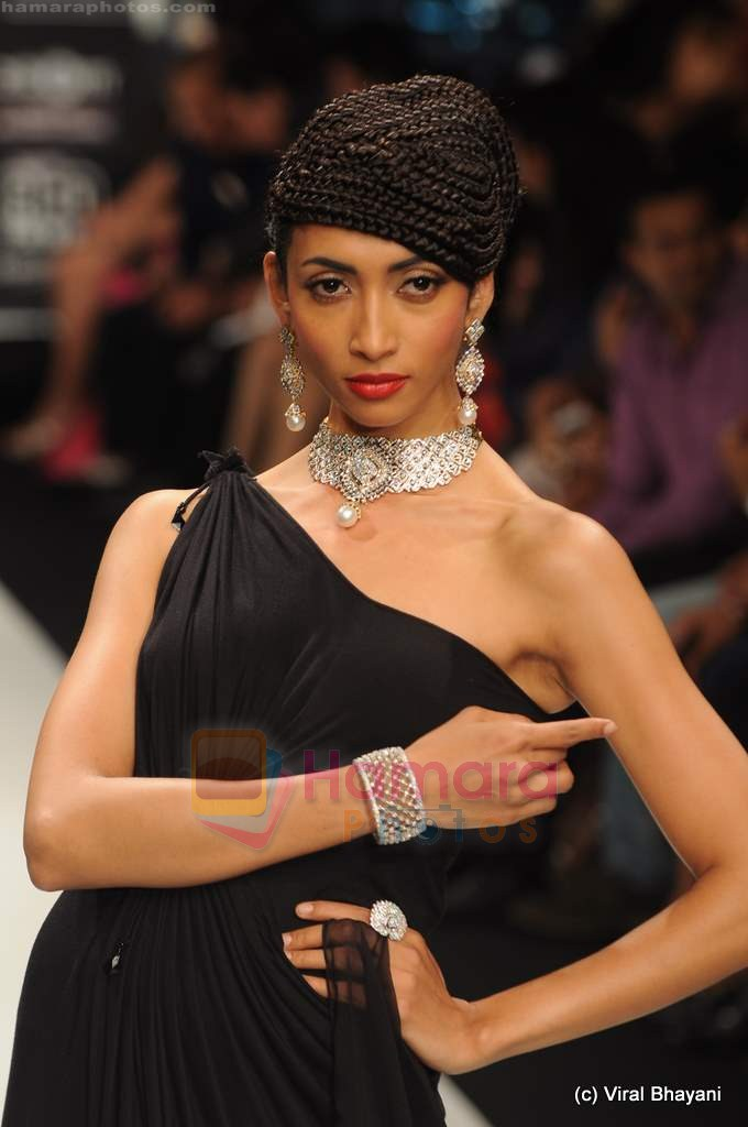 Model walks the ramp for Amrapali at IIJW 2011 in Grand Hyatt on 31st July 2011