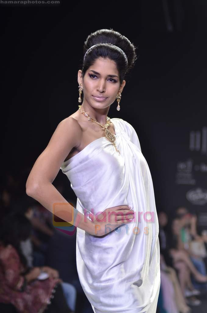Model walks the ramp for Monica Kapur at IIJW 2011 in Grand Hyatt on 31st July 2011