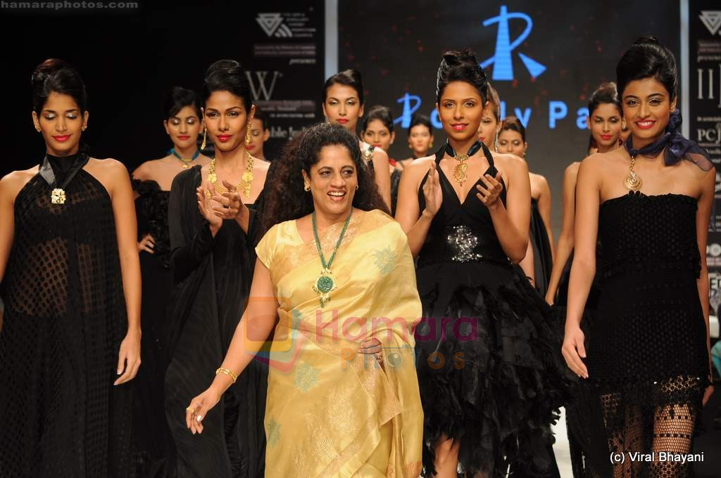 Model walks the ramp for Rosily Paul show at IIJW 2011 Day 2 in Grand Hyatt on 1st Aug 2011