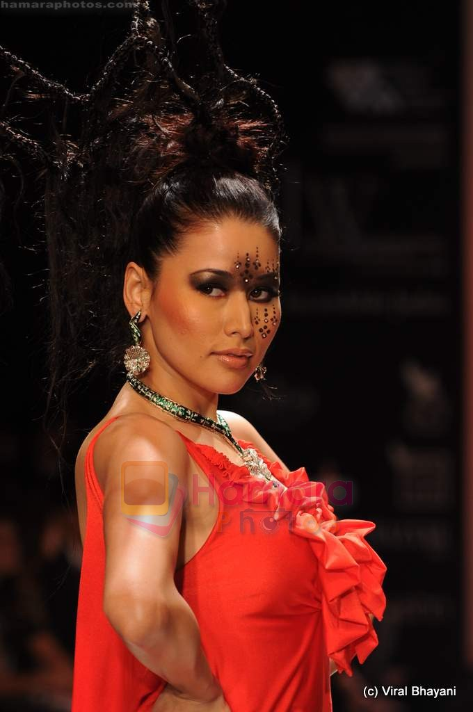 Model walks the ramp for Johara by Divya Ahuja show at IIJW 2011 Day 2 in Grand Hyatt on 1st Aug 2011