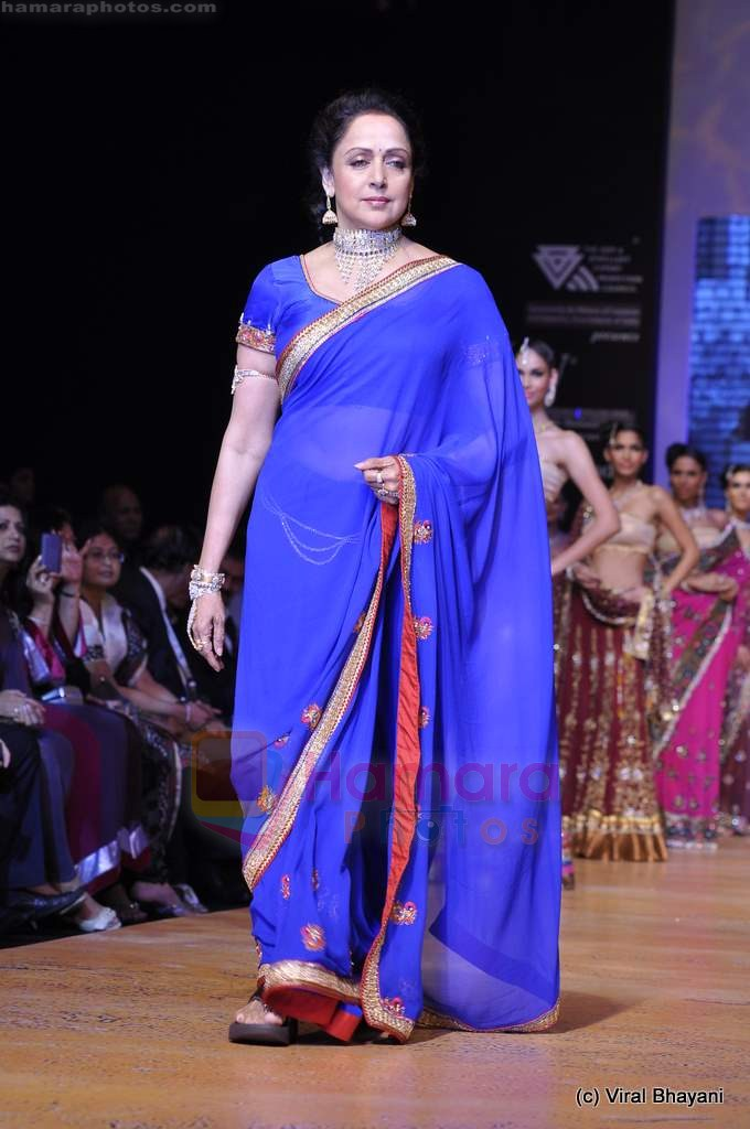 Hema Malini walks the ramp for Scintillating Jewellery show at IIJW 2011 Day 2 in Grand Hyatt on 1st Aug 2011