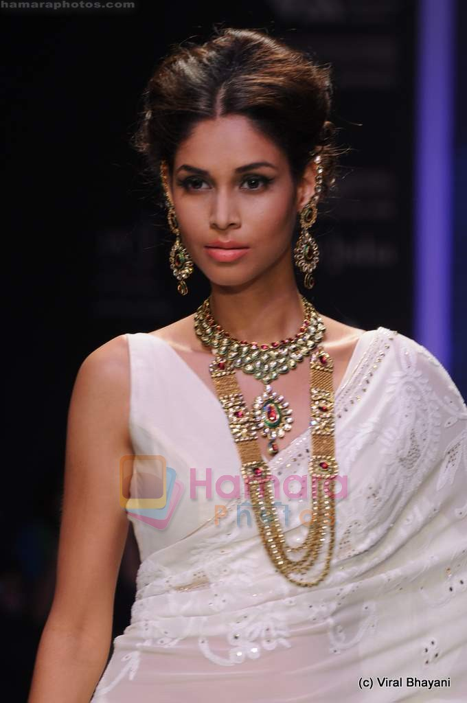 Model walks the ramp for Kays Jewels show at IIJW 2011 Day 2 in Grand Hyatt on 1st Aug 2011