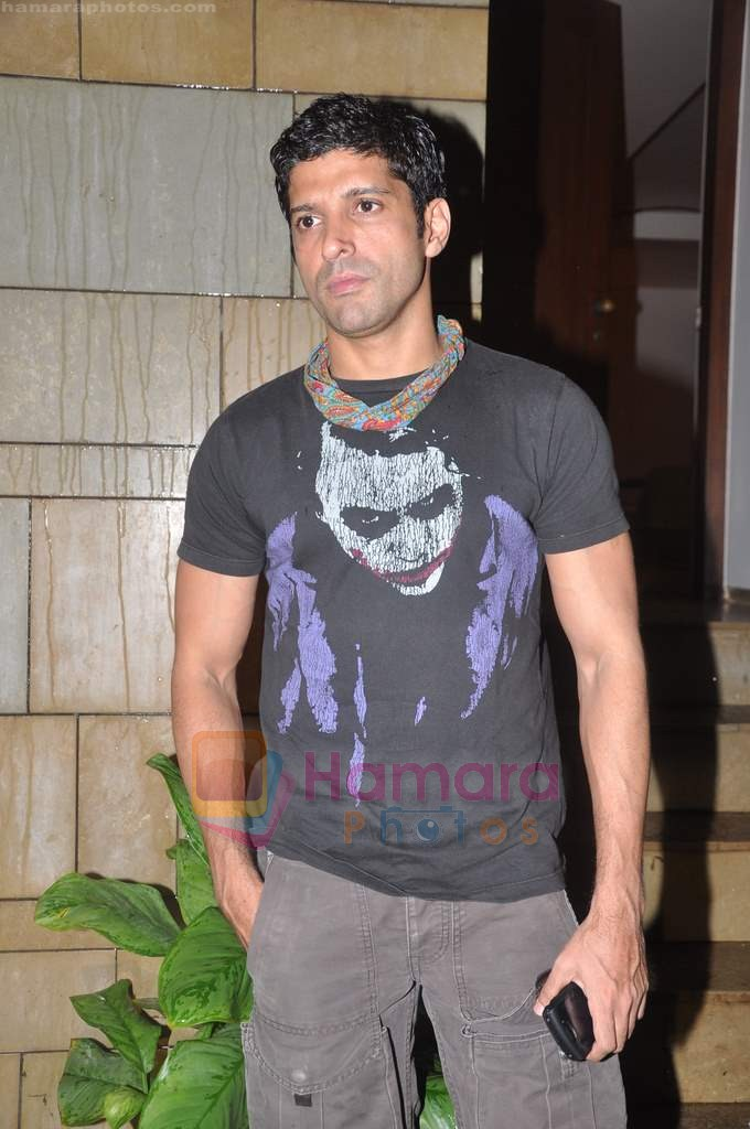 Farhan Akhtar snapped in Bandra, Mumbai on 1st Aug 2011