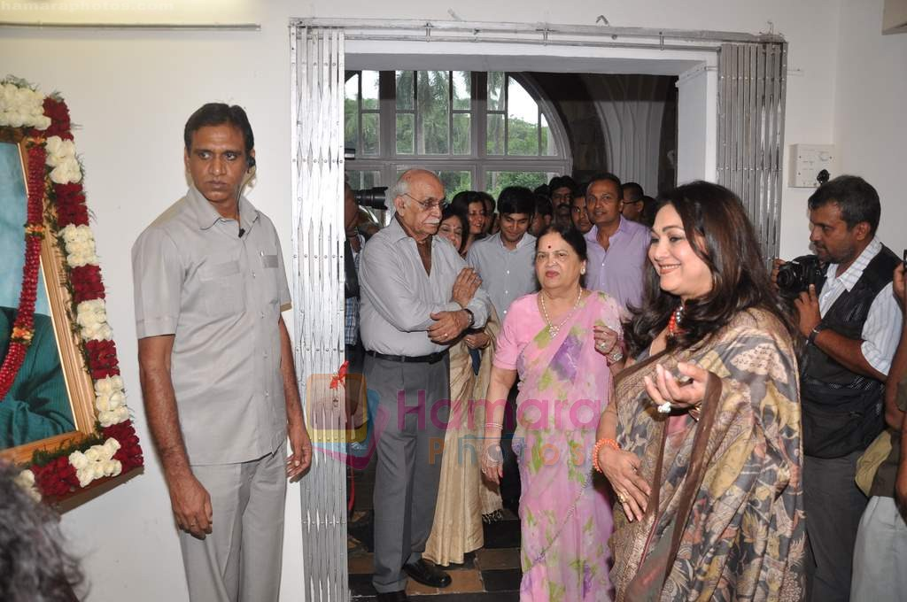 Tina Ambani, Kokilaben Ambani at Tina Ambani's Harmony art event in Whales Musuem on 5th Aug 2011