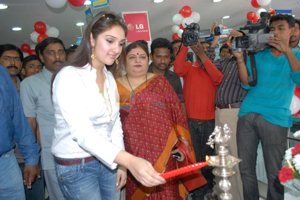 Sridevi Vijayakumar Launches Bajaj Electronics on 25th September 2011