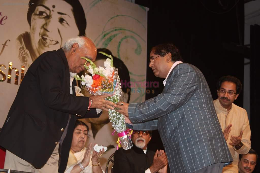 Lata Mangeshkar, Amitabh Bachchan, Yash Chopra at Lata Mangeshkar's birthday concert in Shanmukhanand Hall on 28th Sept 2011