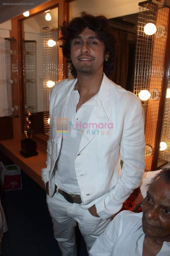 Sonu Nigam at Lata Mangeshkar's birthday concert in Shanmukhanand Hall on 28th Sept 2011