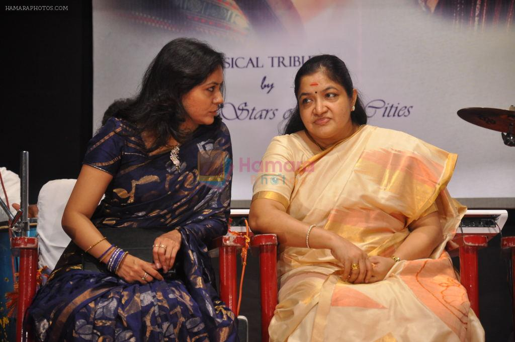 Sunitha Upadrashta, K.S.Chitra attends 2011 Lata Mangeshkar Music Awards on 27th September 2011