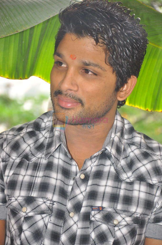Allu Arjun attends new movie opening on 1st October 2011