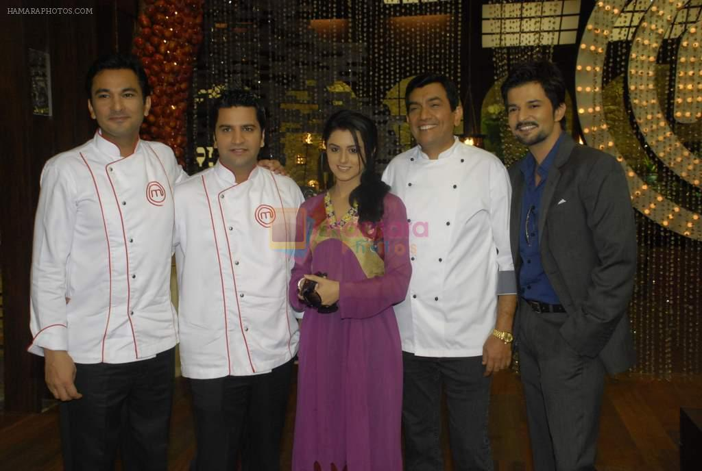 Sanjeev Kapoor, Ridhi Dogra on the sets of Master Chef in R K Studios on 20th Dec 2011