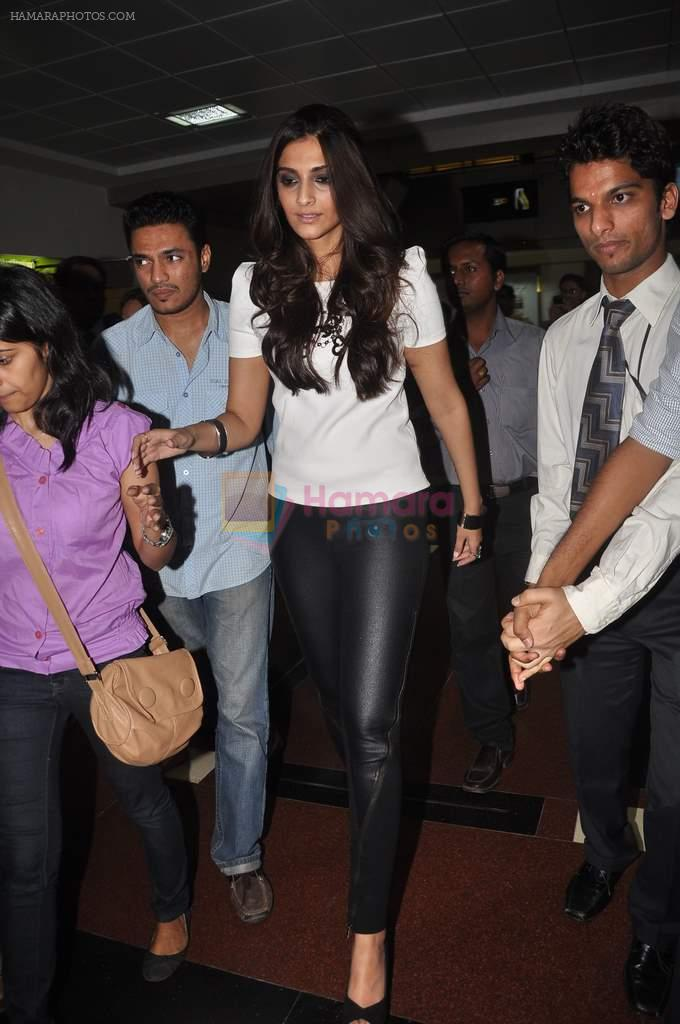 Sonam kapoor meets Twitter fans in Welingkar college on 21st Dec 2011