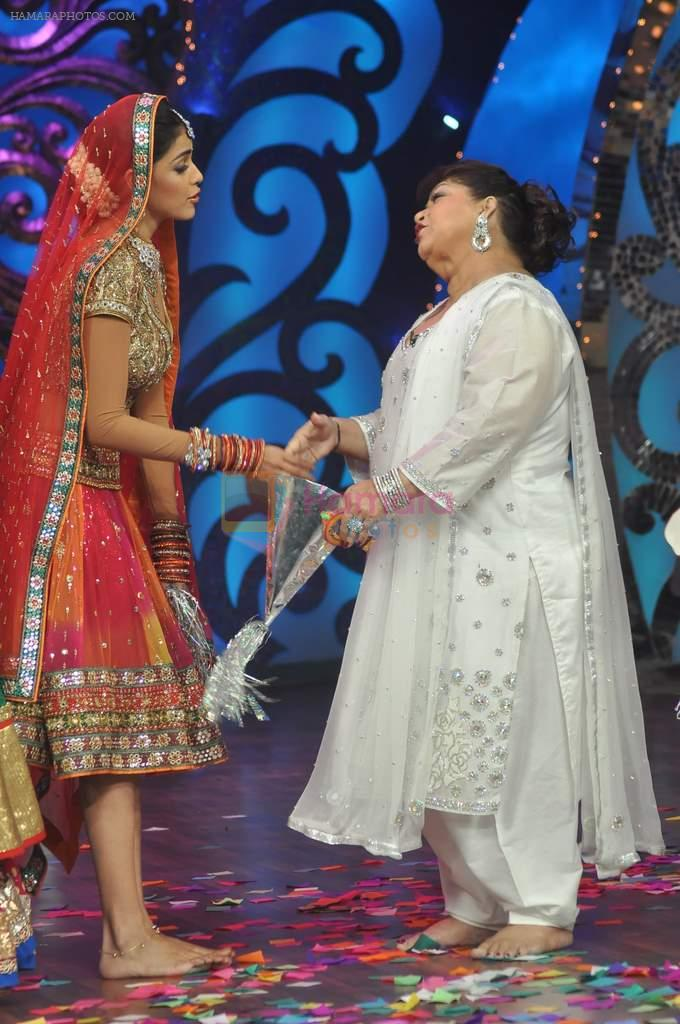 Genelia D Souza, Saroj Khan on the sets of Saroj Khan's show Nachle Ve at Imagine in R K Studios on 21st Dec 2011