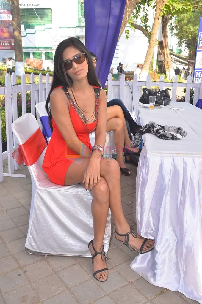 Poonam Pandey at Mid-Day Race in RWITC, Mahalaxmi on 25th Dec 2011