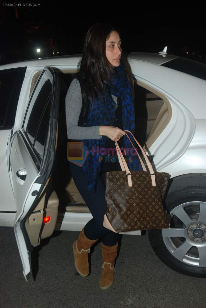 Kareena Kapoor off for a vacation in Airport on 25th Dec 2011