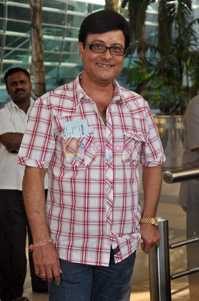 Sachin Pilgaonkar snapped at the domestic airport on 26th Dec 2011