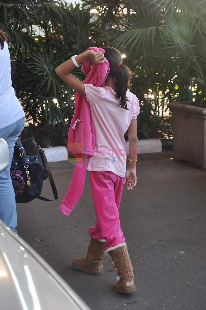 SRK's daughter snapped at the domestic airport on 26th Dec 2011