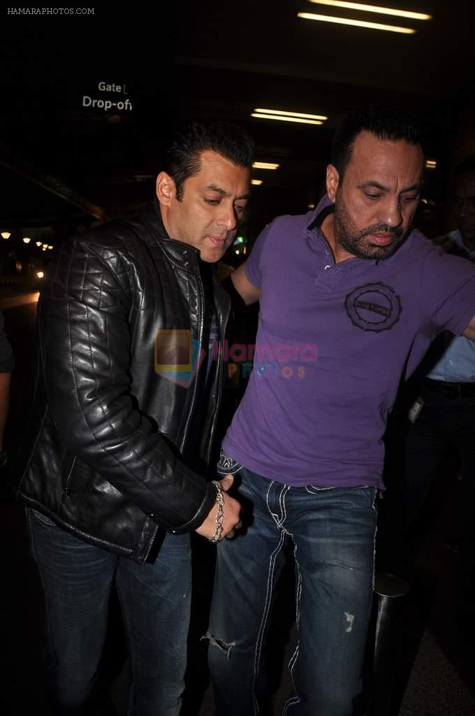 Salman Khan leave for New Year's celebration in Airport, Mumbai on 28th Dec 2011