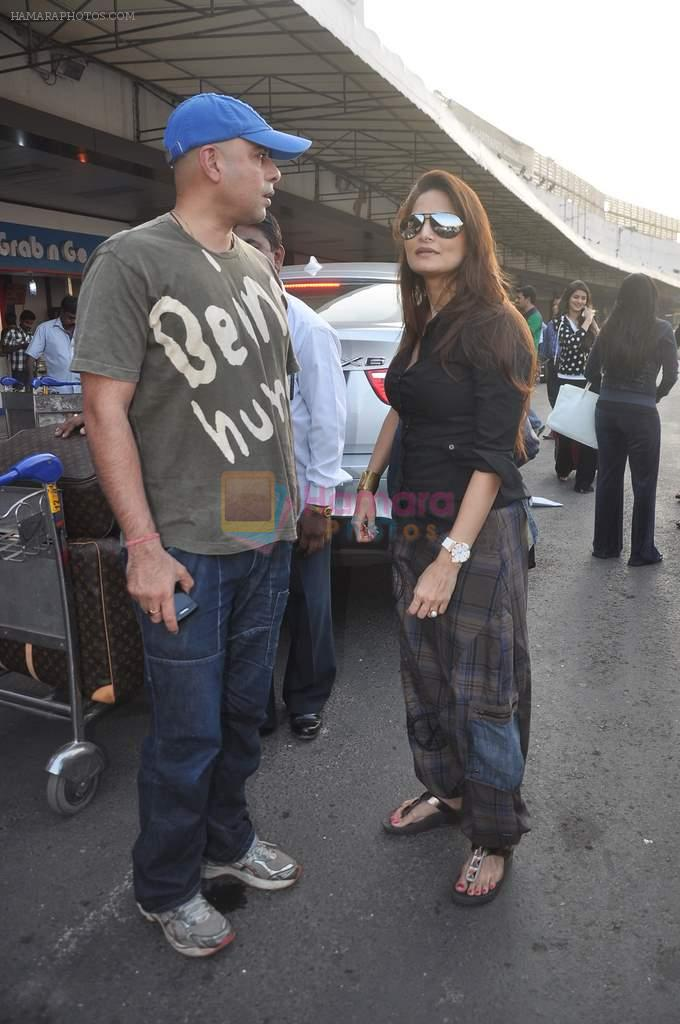 Alvira Khan, Atul Agnihotri leave for New Year's celebration in Airport, Mumbai on 28th Dec 2011