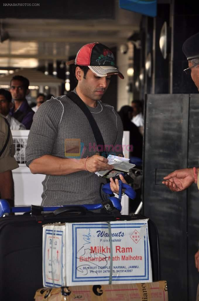 Tusshar Kapoor snapped at the Domestic Airport in Mumbai on 29th Dec 2011