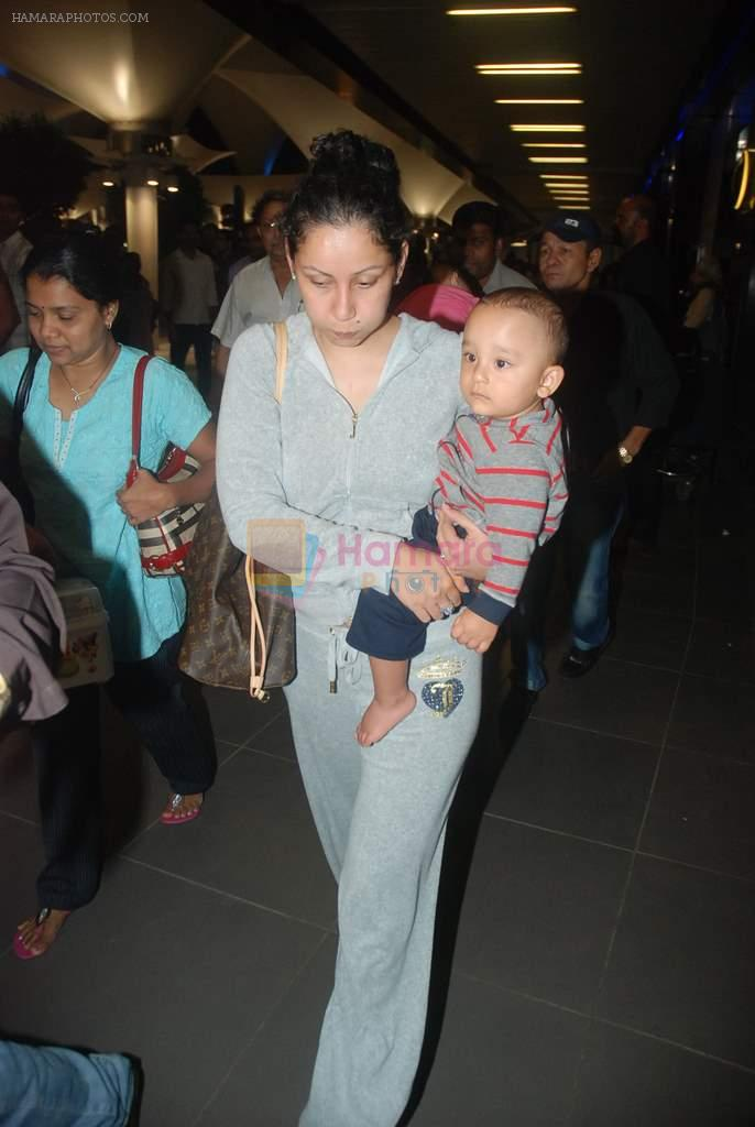 Manyata Dutt snapped at airport on 29th Dec 2011