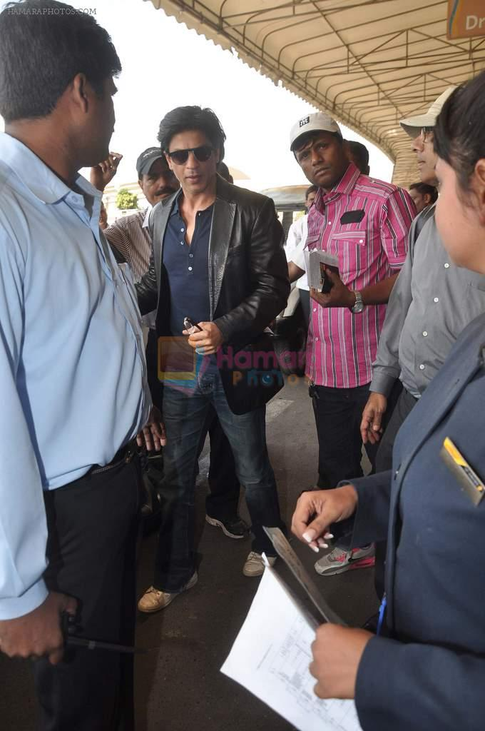 Shahrukh Khan snapped at the Domestic Airport in Mumbai on 29th Dec 2011