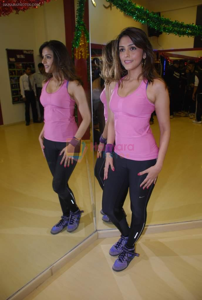 Aarti Chabbria practises for New Year's bash in Andheri, Mumbai on 29th Dec 2011
