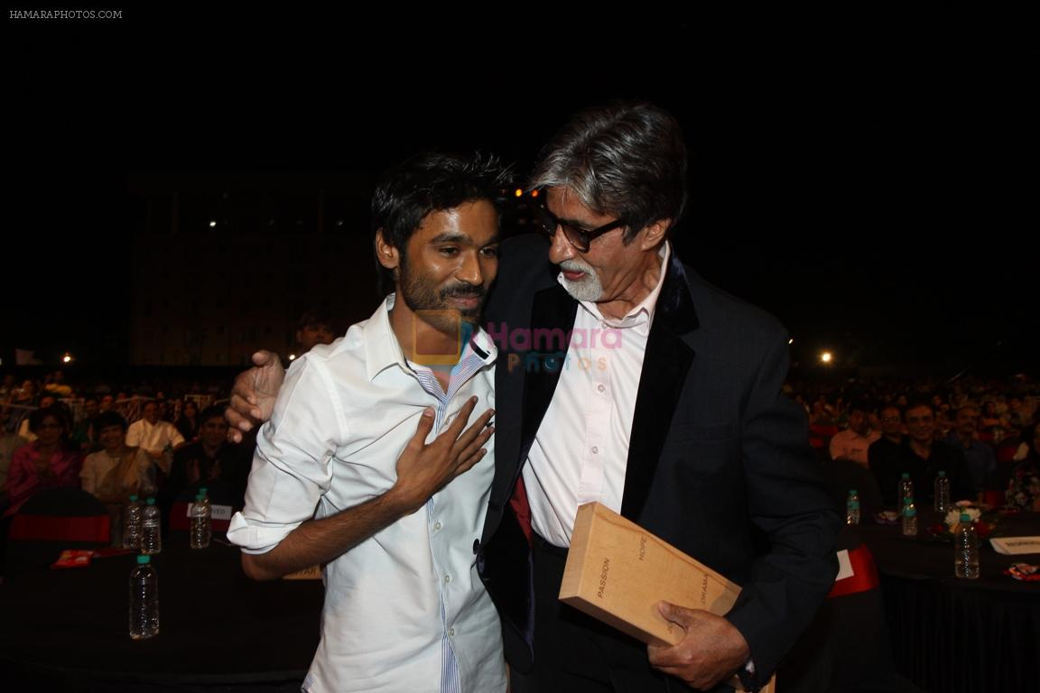 Dhanush and Amitabh Bachchan at BIG Star Entertainment Awards 2011