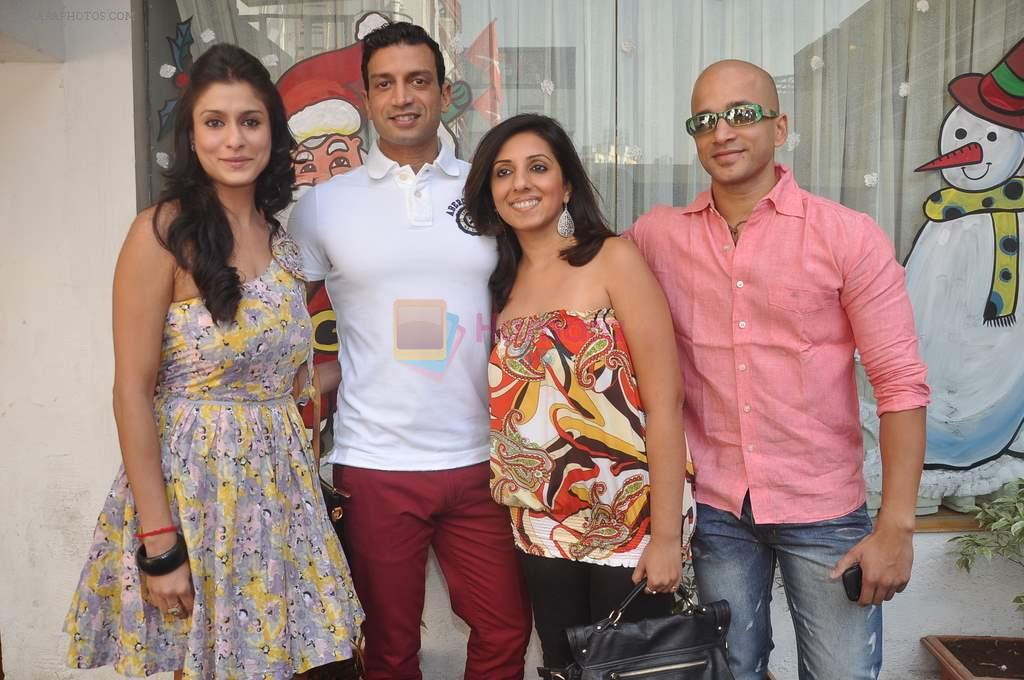 Shilpa Saklani, Munisha Khatwani, Timmy Narang at Survivor show bash in Tryst, Mumbai on 30th Dec 2011