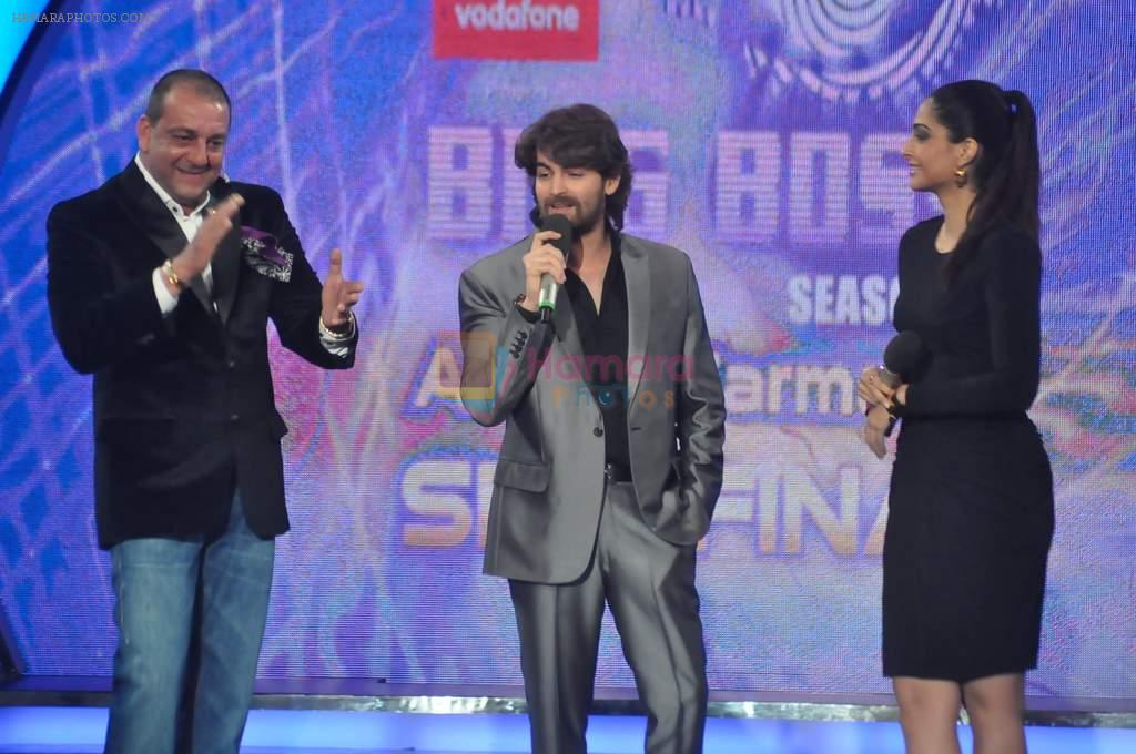 Sonam Kapoor, Neil Mukesh, Sanjay Dutt On the sets of Bigg Boss 5 with Players star cast on 31st Dec 2011