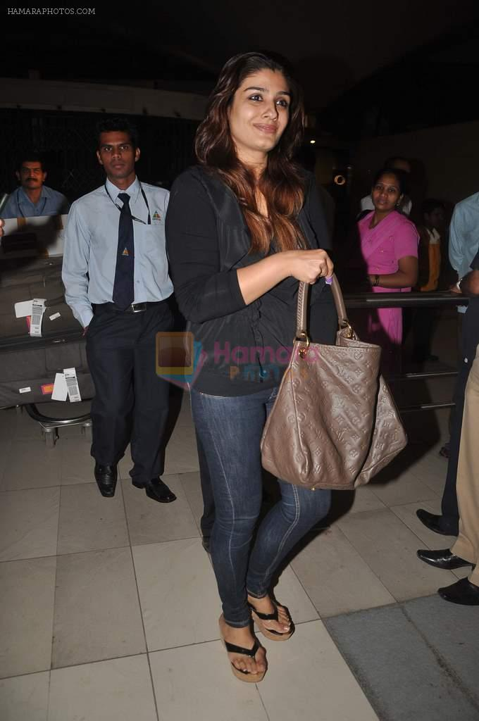 Raveena Tandon returns from their vacation on 2nd Jan 2012