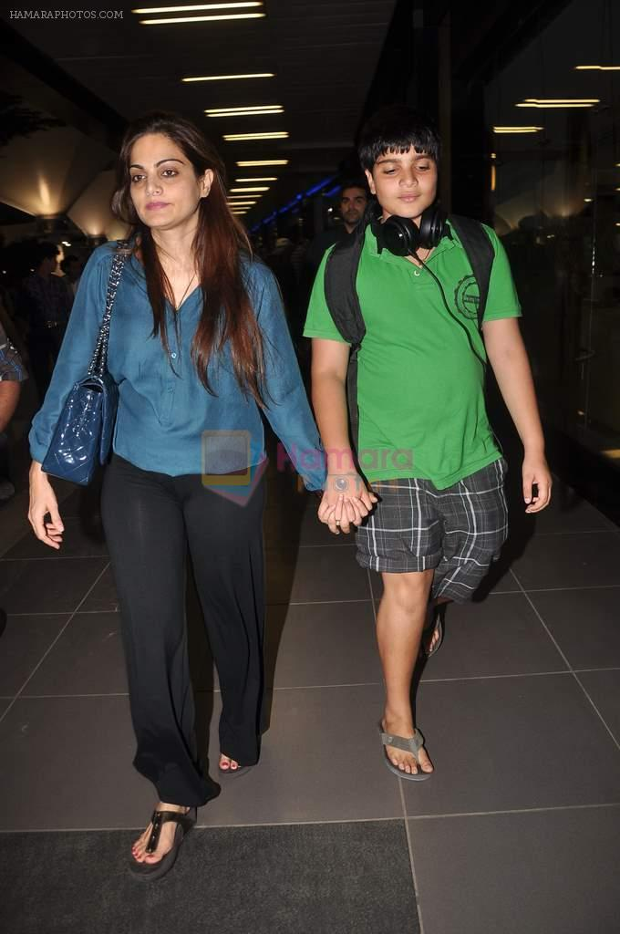 Alvira Khan return from Dubai on 3rd Jan 2012