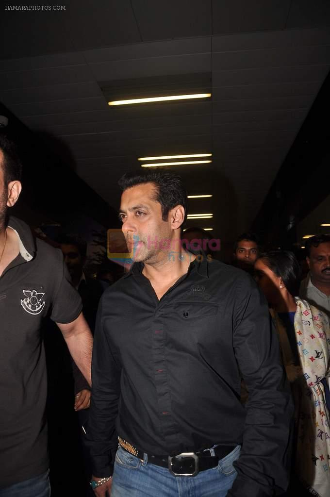 Salman Khan return from Dubai on 3rd Jan 2012