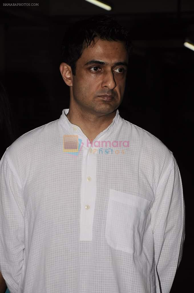 Sanjay Suri at Sunil and Dharmesh Darshan's dad's prayer meet in Santacruz on 3rd Jan 2012