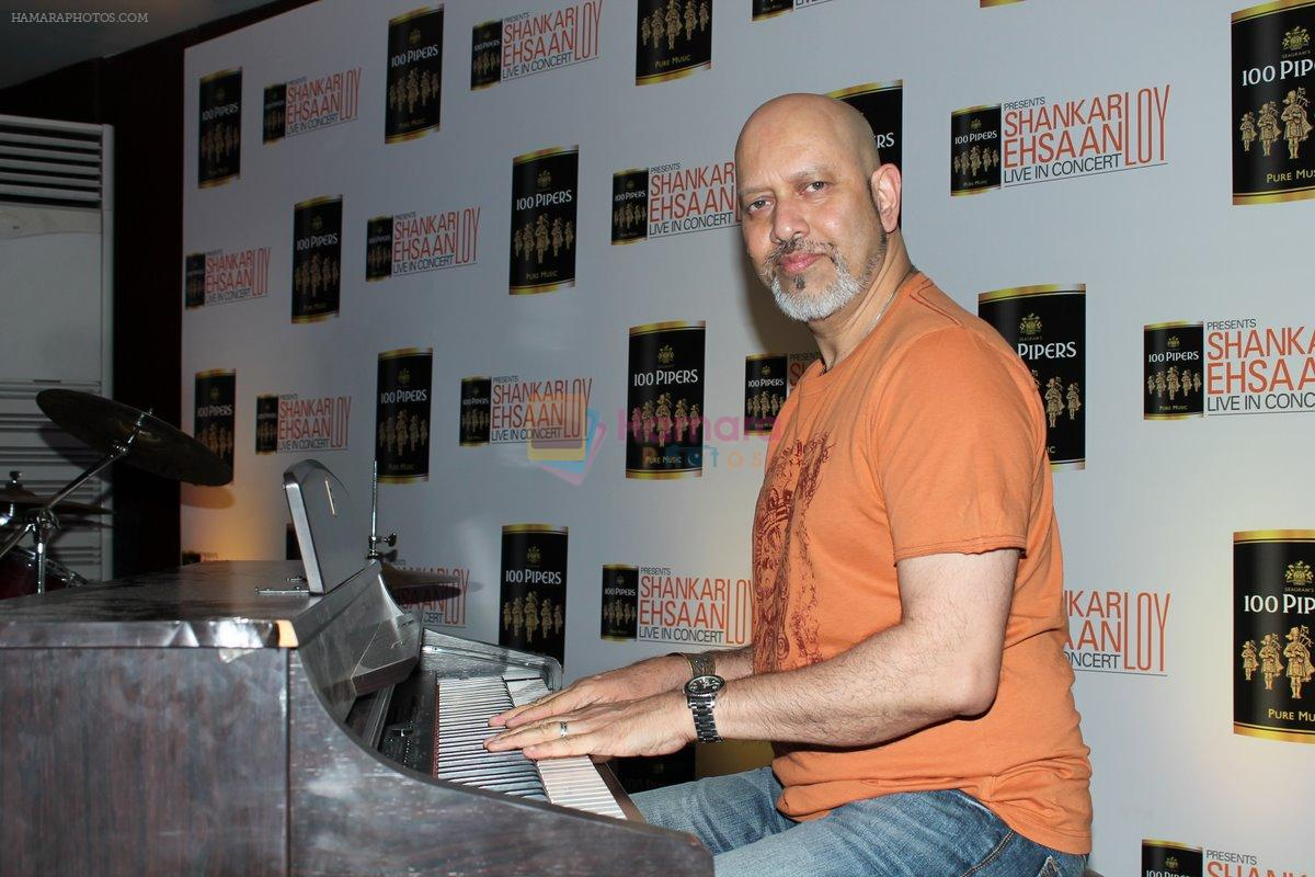 Loy Mendonsa at Shankar Ehsaan Loy Live in Concert on 13th March 2012