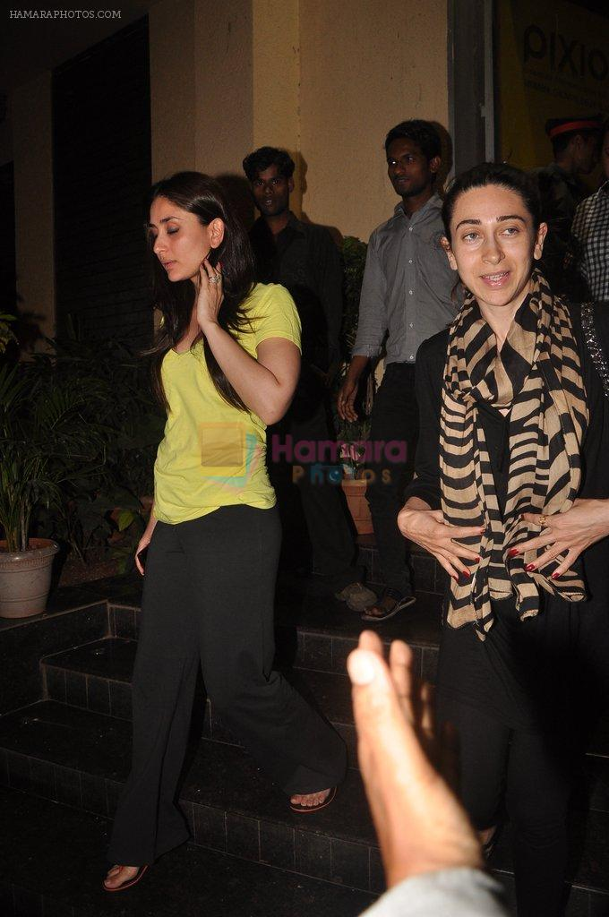 Kareena Kapoor, Karisma Kapoor watch agent vinod in Pixion, Bandra on 18th March 2012