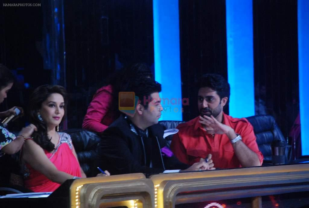 Madhuri Dixit, Karan Johar, Abhishek Bachchan, Ajay Devgan on the sets of Jhalak Dikhhlaa Jaa 5 in Filmistan on 20th June 2012