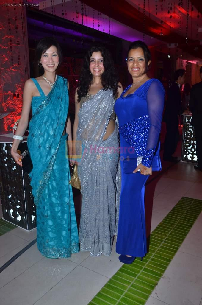 ronda lam manju narain and veena dansinghani at varun and