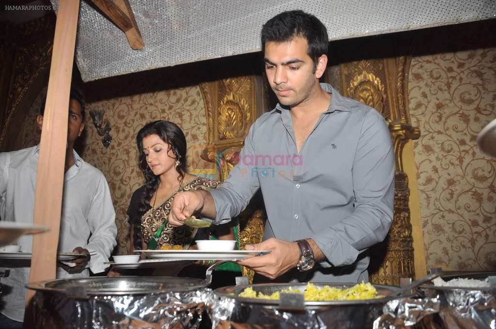 Karan Grover at Yahan Main Ghar Ghar Kheli 700 episodes celebrations in Filmcity, Mumbai on 10th July 2012