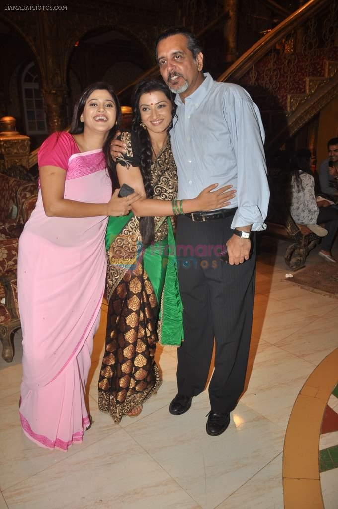 Suhasi Goradia Dhami, Shishir Sharma at Yahan Main Ghar Ghar Kheli 700 episodes celebrations in Filmcity, Mumbai on 10th July 2012